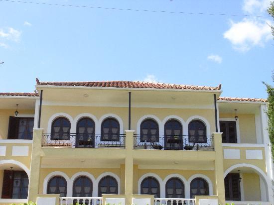 Amboula beach apartments