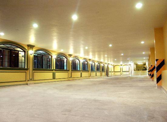 MonteCarlo Hotel: ESTACIONAMIENTO PARA 150 UNIDADES