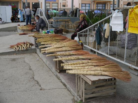 Central Bazaar: Besen