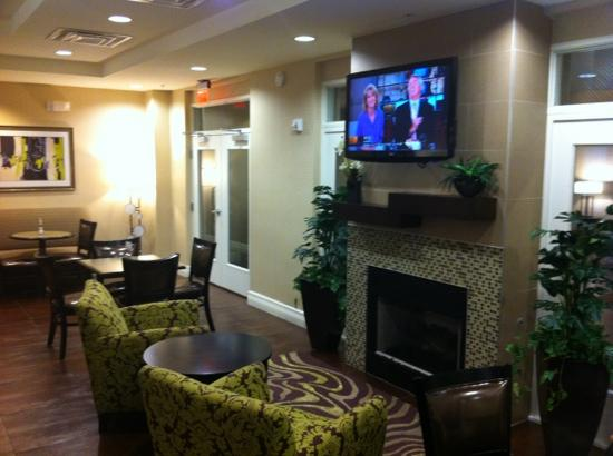 ‪‪Holiday Inn Express Hotel & Suites Saint Augustine North‬: The Breakfast & Lounge room‬