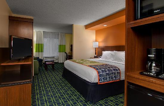 Fairfield Inn & Suites Denver Airport : King Suite