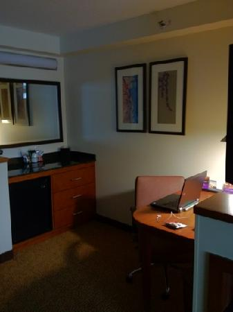 Hyatt Place Madison: office and refrigerator area
