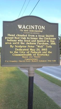 Hampton Inn & Suites Paducah: Wacinton- Info for statue