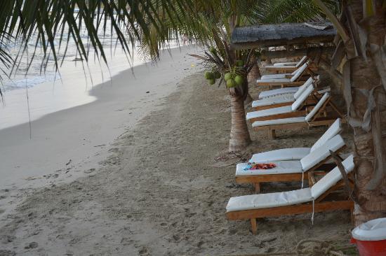 Hotel Grand Mare & Bungalows: Acceso a la playa.