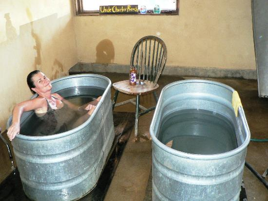Hooper Homestead Bed and Breakfast: Uncle Charlie's Ranch for a SOAK
