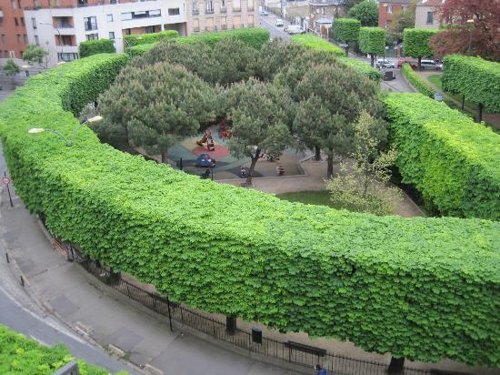 Adagio Access Paris Quai d Ivry: Small park with childrens' play area in front of the hotel