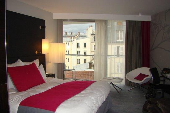 Renaissance Paris Arc de Triomphe Hotel: quarto