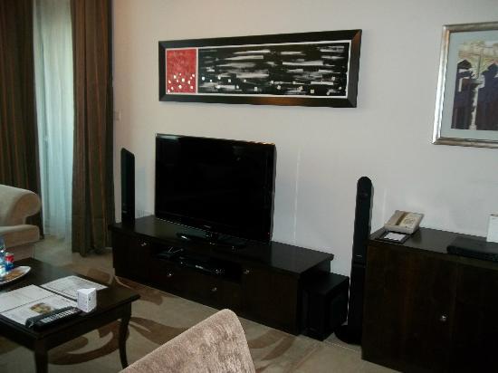 Dusit Residence Dubai Marina: TV,lounge area