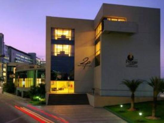 24 Tech Hotel: Exterior