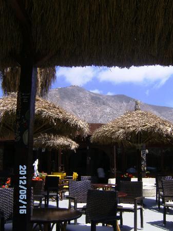 Perissa Black Sand Beach: View of the mountain behind the beach