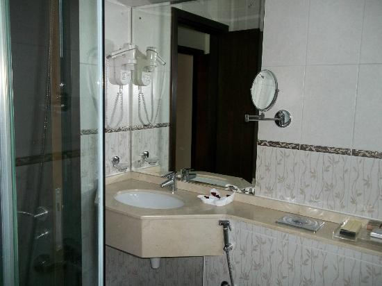 Dusit Residence Dubai Marina: Main bathroom ensuite
