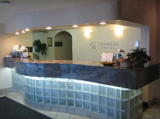 Stettler Canalta: Front Desk
