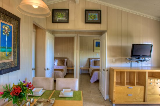 Kokomo Botanical Resort: View of Couples Queen Bedrooms from Dining Area