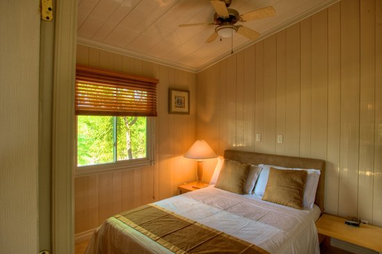Kokomo Botanical Resort: Couples Vacation Villa Queen Bedroom