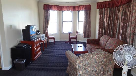 Alpha Inn & Suites: Room 435 with bay/bridge view