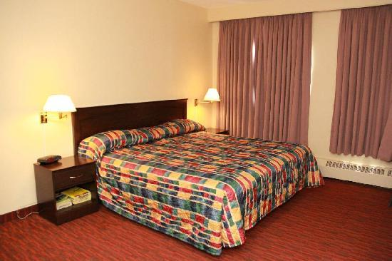 Argyll Plaza Hotel: Room With One King Size Bed
