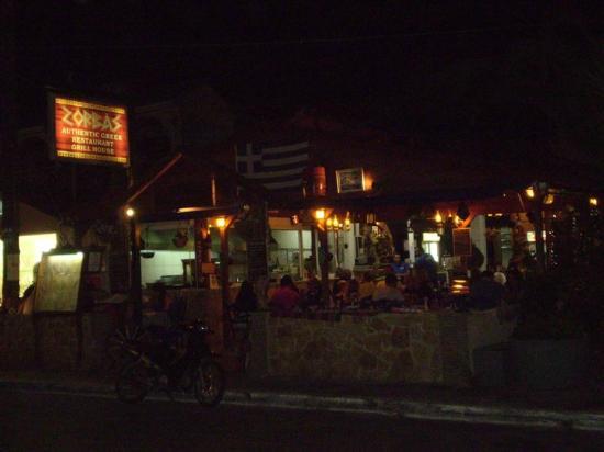 Zorbas Tavern: Zorbas dall'esterno