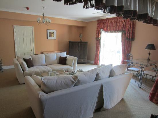 Sychnant Pass Country House: Lounge area of suite