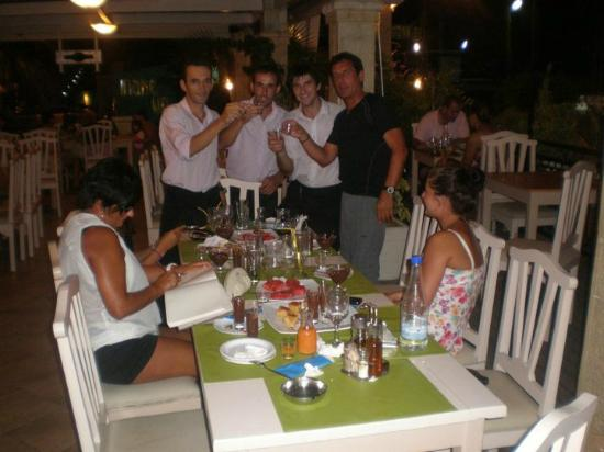 Agia Marina, Yunani: Ouzo night with the staff on Lottos!
