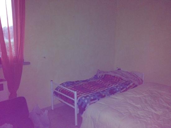 Al Casolare: camera matrimoniale con terzo letto