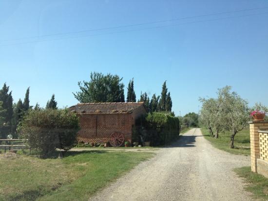 Al Casolare: strada per raggiungere l'agriturismo