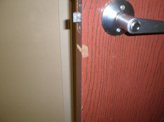 Quality Inn: bathroom door