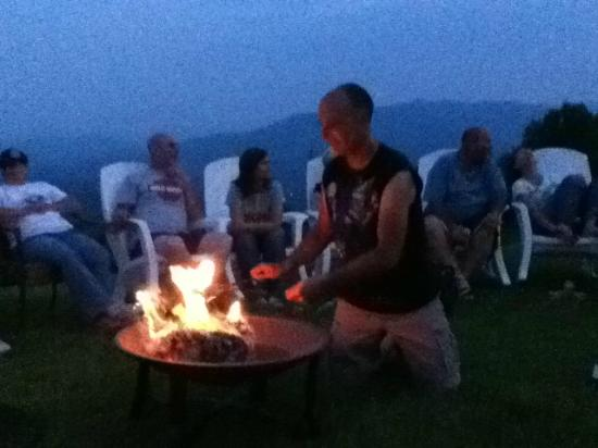 Big Lynn Lodge: Roasting marshmallows