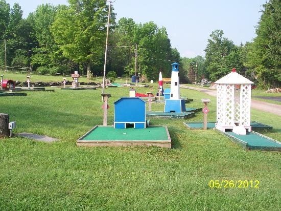 Ponderosa Pines Campgrounds: Mini- golf course