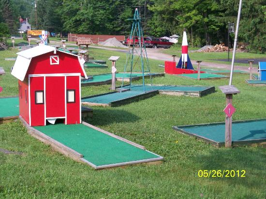 Ponderosa Pines Campgrounds: Mini- golf