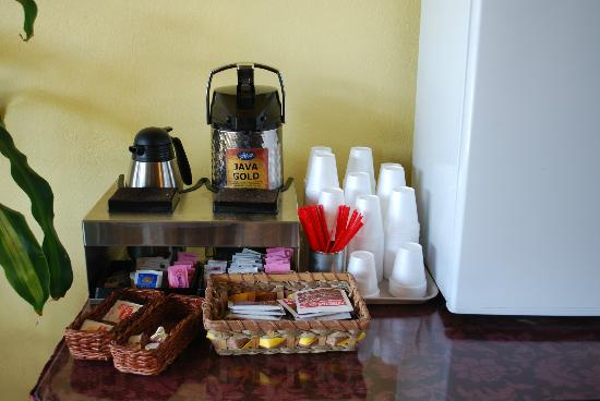 The Jackson Lodge: Coffee and tea station