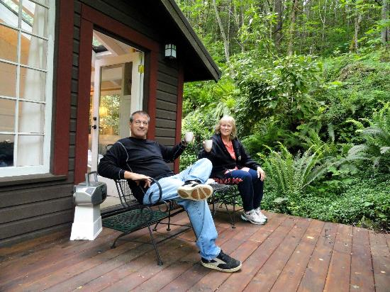 Bridal Veil Lodge: Enjoying the beautiful view on the little deck outside the cottage.