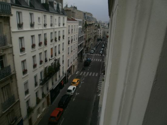 Hotel Saint Christophe: View of Rue de la Clef behind hotel