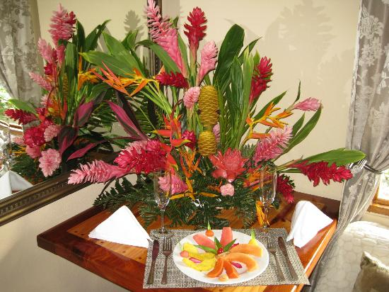 Hotel Costa Coral: Flowers in suite