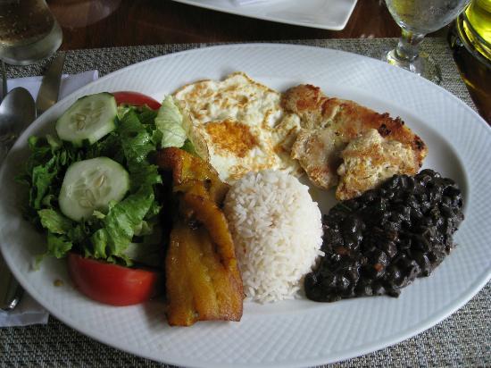 Hotel Costa Coral: Casado con pollo!!  So amazing!