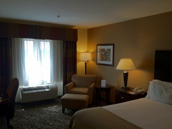 Holiday Inn Express Hotel & Suites Zanesville North : room