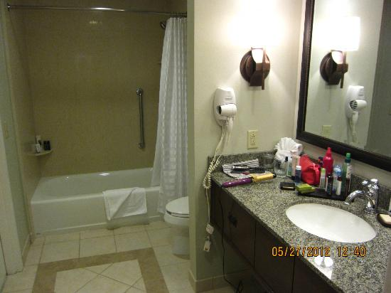 Embassy Suites by Hilton La Quinta Hotel & Spa: bathroom with good counter space