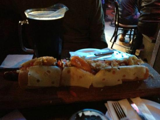 Sotano Suizo : Grilled chilies on the Mamut Dog