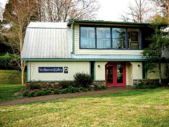 Great Smoky Arts and Crafts Community : Vern Hippensteal Gallery on Buckhorn Rd