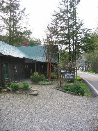 Great Smoky Arts and Crafts Community : G Webb Gallery at corner of Buckhorn Rd & Glades Rd