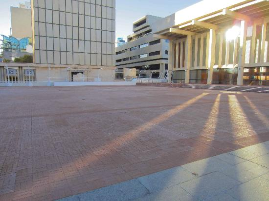 Perth Concert Hall: Sunlight on the courtyard