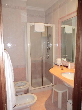 Hotel Sistina: Bathroom