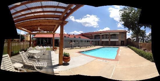 Americas Best Value Inn : Pool
