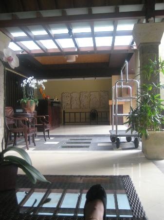 Adhi Jaya Hotel: reception area