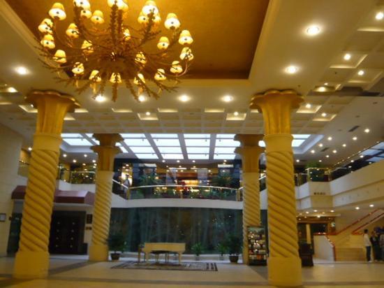 Guilin Royal Garden Hotel: 広いロビー