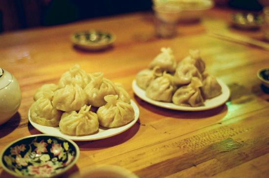 Rama Kharpo Hotel: Great momos (Tibatan dumplings) in the restaurant+lobby