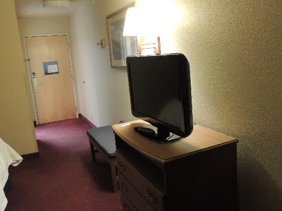 Hampton Inn Bozeman : Flatscreen - large living space