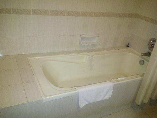 Prime City Hotel: Bad condition bathtubs