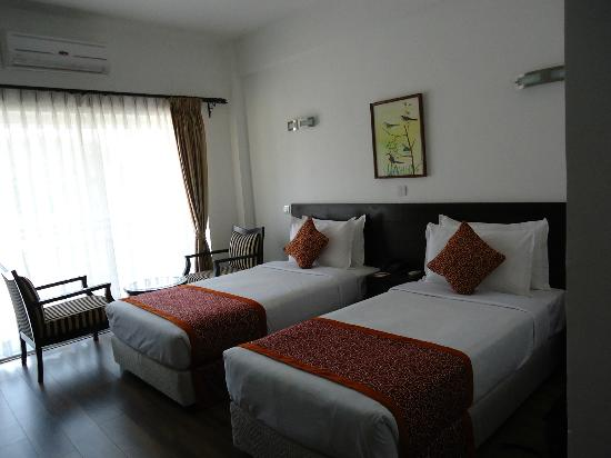 Waterfront Resort Hotel: our room