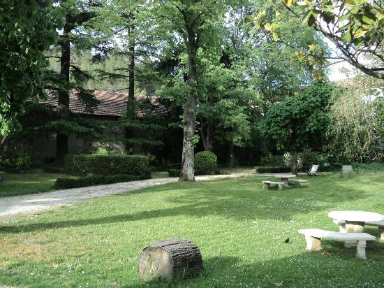 La Maison de Chapelier : La Maison's lovely garden