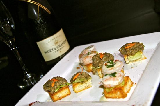Tadrai Island Resort: Canapes brought to your room each night